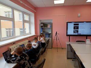 учащиеся 3 класса ГБОУ СОШ с. Новодевичье в Центре «Точка Роста» выполнили задания Яндекс. Учебника